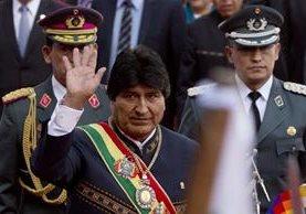 Evo Morales, presidente de Bolivia, llega al Congreso para rendir informe. (Foto Prensa Libre: AP)