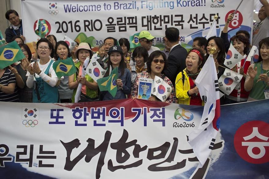 Esta fue la bienvenida que le dieron al equipo de Korea del Sur. (Foto Prensa Libre:AP)
