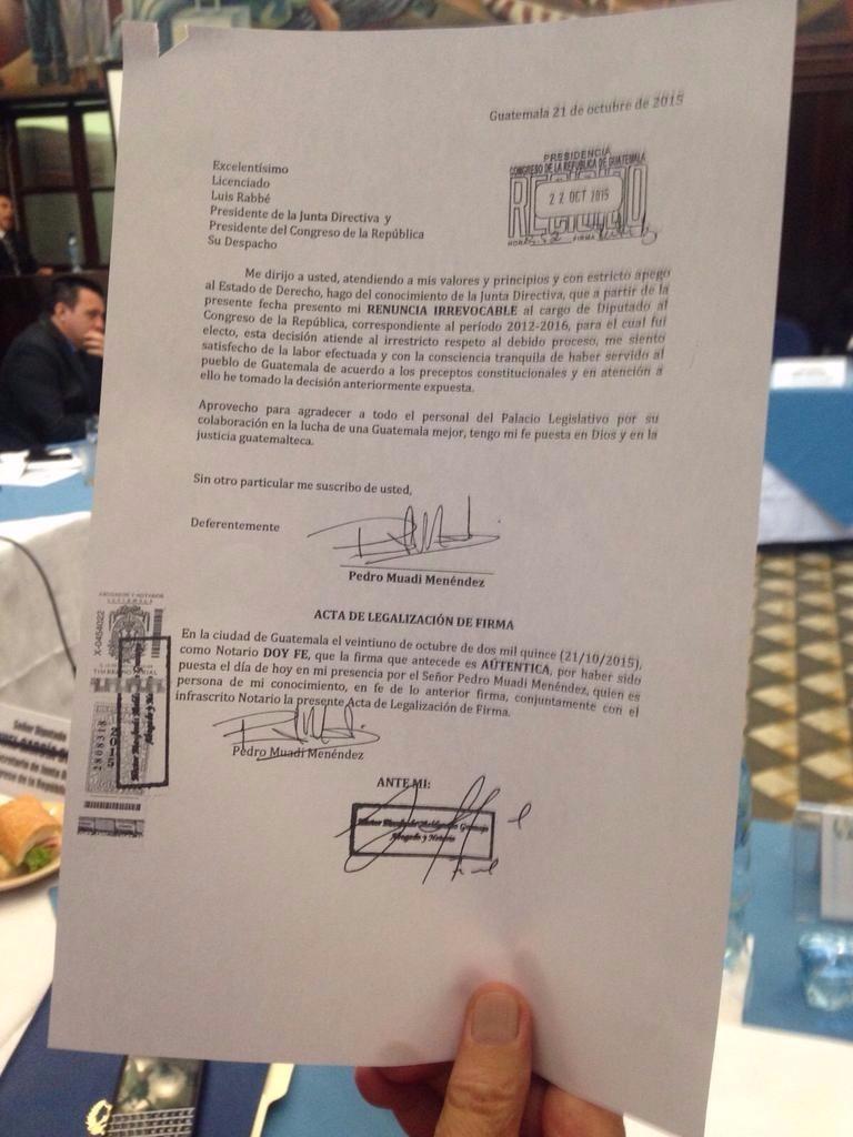 Carta de renuncia del exparlamentario presentada, ayer en Dirección Legislativa. (Foto Prensa Libre: Hemeroteca PL)