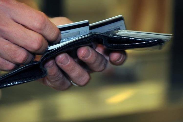 Se evidencia una baja en uso de tarjetas de crédito. (Foto Prensa Libre: Hemeroteca PL)