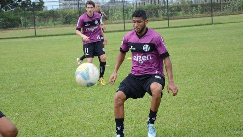 Cláudio Canavarros desmayó en un entrenamiento de pretemporada del club Piracicaba. (Foto Prensa Libre: Redes)