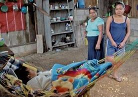 El grupo de refugiados vive entre la pobreza y la falta de oportunidades, en Chiapas, México. Los adultos viajan a Puebla, Tabasco, Veracruz, Sonora y Guadalajara, en busca de trabajo.(Foto Prensa Libre: Mike Castillo).