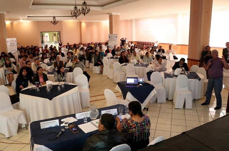 El foro fue organizado recientemente por la Gobernación Departamental y la Secretaría de la Paz (Sepaz) para impulsar la agenda de la paz. (Foto Prensa Libre: Mike Castillo)