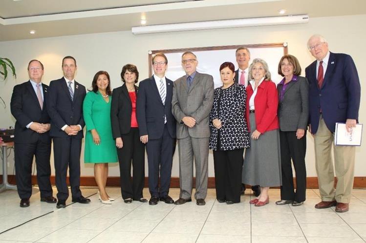 Congresistas estadounidenses durante su reunión con la fiscal general del Ministerio Público y el comisionado de la Cicig. (Foto Prensa Libre: MP)