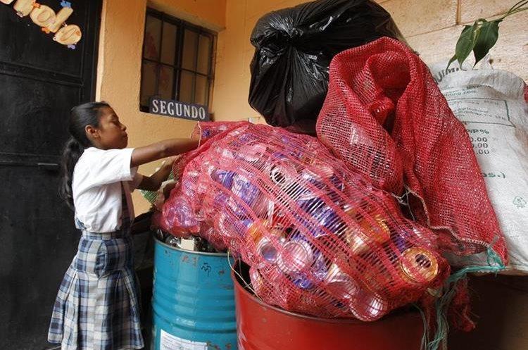 En la escuela de San Cristóbal El Bajo la prioridad es clasificar los desechos.