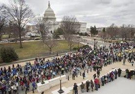Los manifestantes contra el aborto llegan al Capitolio en Washington. (AP).