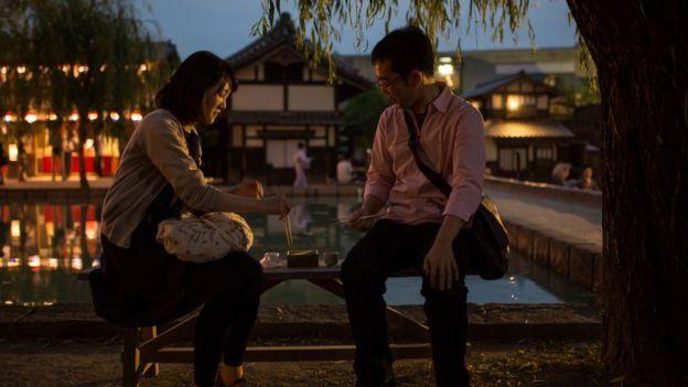 """En Japón, muchos veinteañeros y treintañeros consideran que las relaciones románticas son """"molestas"""". GETTY IMAGES"""