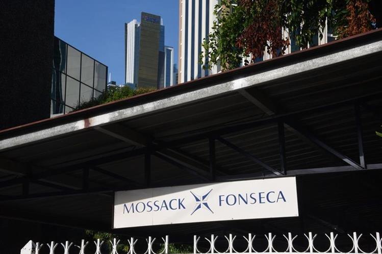 El ministro admitió que formó parte de una sociedad anónima creada por el bufete Mossack Fonseca. (Foto Prensa Libre: AFP).