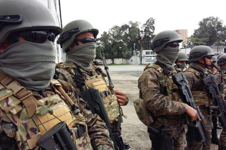 La tropa especial kaibil del Ejército guatemalteco también estuvo en la práctica. (Foto Prensa Libre: DGAC Guatemala).