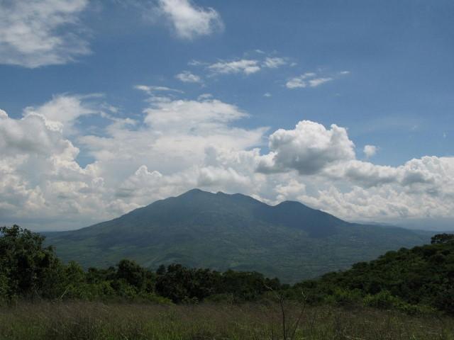 Volcán Suchitán: mide 2 mil 42 metros sobre el nivel del mar y el ascenso es de 4 horas para principiantes. (Foto Prensa Libre:  K´ASHEM)