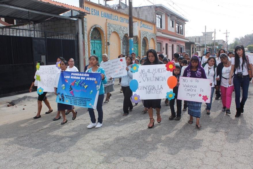Mujeres exigen sus derechos en Chimaltenango.  (Foto Prensa Libre: Víctor Chamalé).