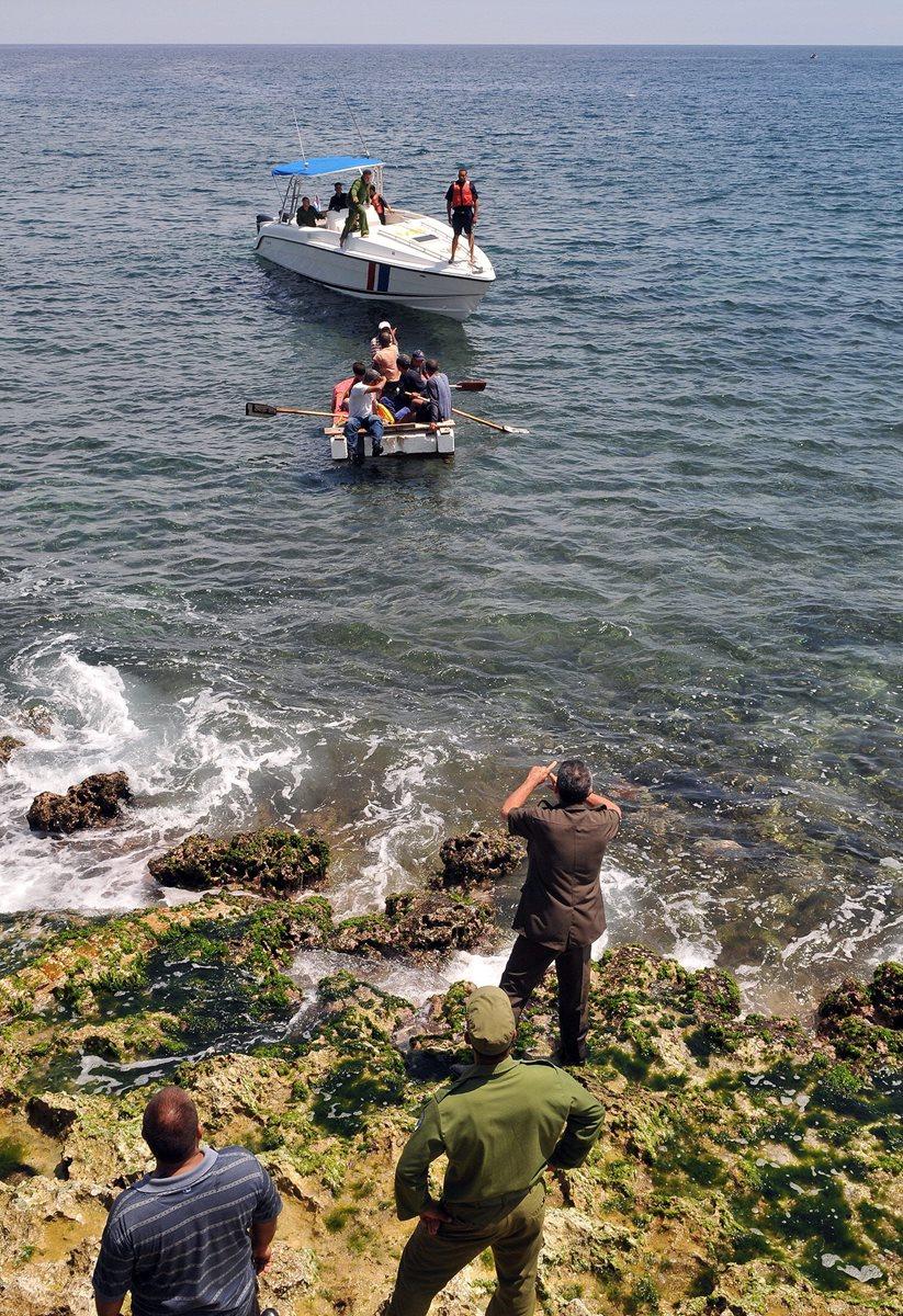 Miles de cubanos se arriesgaban cada año a cruzar el Mar Caribe con tal de llegar a Miami. (Foto Prensa Libre: EFE)