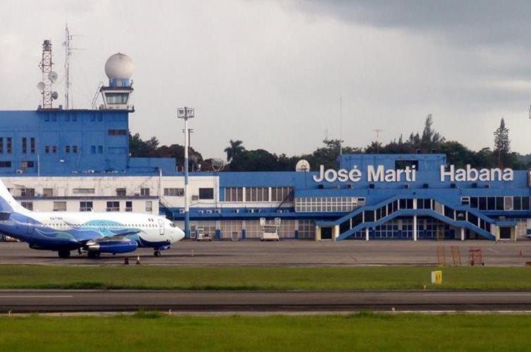 Al menos un vuelo ya aterrizó en la capital cubana, donde los pasajeros de salida también han comenzado a chequear. (Foto Prensa Libre: www.penziniplus.com)