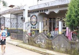 La subestación de la PNC de Pueblo Nuevo, Suchitepéquez, debe 17 meses de alquiler. (Foto Prensa Libre: Cristian Icó Soto)