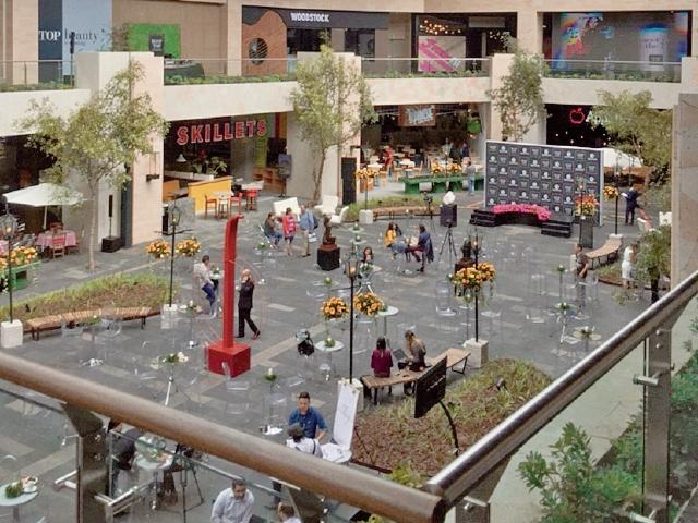 Rooftop, en Oakland Mall, es un lugar que ofrece espacios al aire libre.