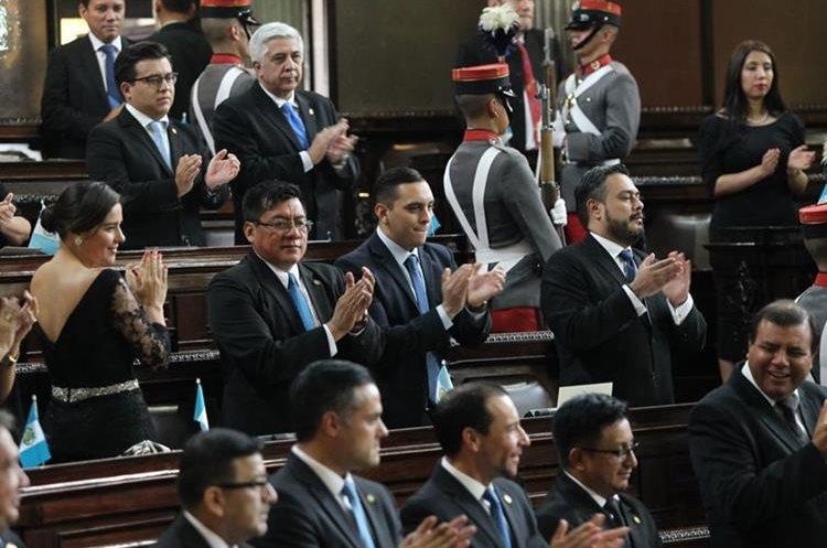 Morales fue aplaudido por algunos diputados a su ingreso.