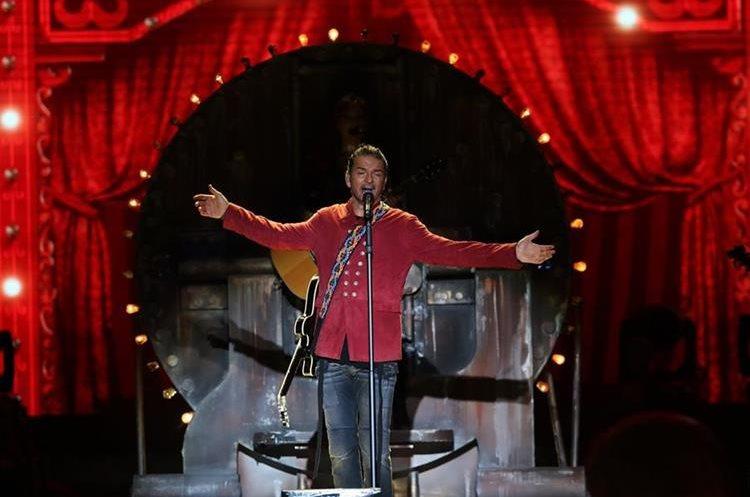 Por segunda noche consecutiva Arjona enamoró a su público en Guatemala