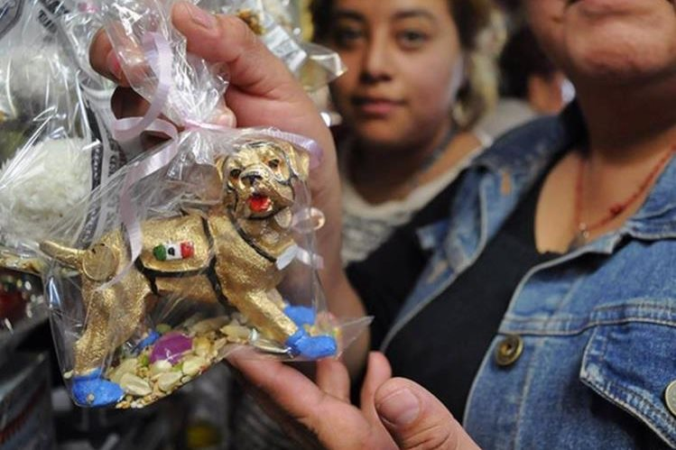 Ofertan a 'Frida' como amuleto contra sismos