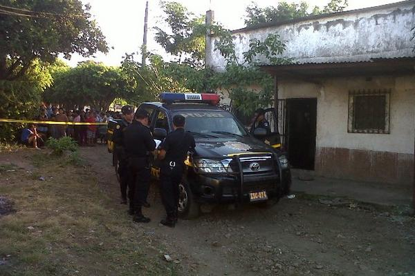 <p>Vivienda donde mantenían a las víctimas en cautiverio. (Foto Prensa Libre: Carlos Paredes)</p>
