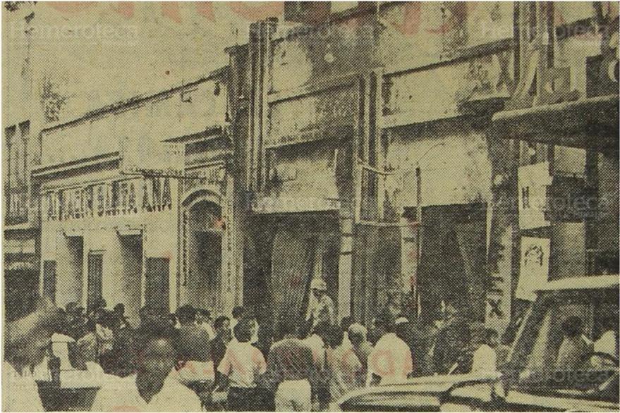 El almacene Santa Ana e Hilatex y la Colchoneria Francisco José, muestran los efectos del incendio. Foto del 20/12/1969. (Foto: Hemeroteca PL)