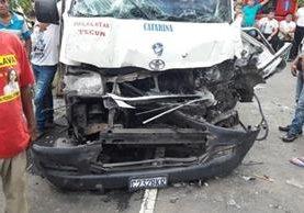 Microbús accidentado en Catarina, San Marcos. (Foto Prensa Libre: Alexánder Coyoy).