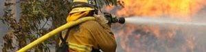 Un bombero murió por fuegos en California.