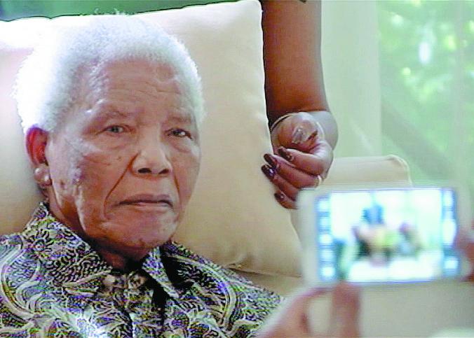 Mandela, en abril de 2013, luego de haber sido dado de alta del hospital. (Foto: Hemeroteca PL)