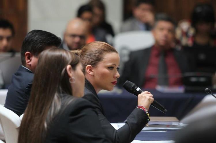 Daniela Beltranena expone ante juez Miguel Ángel Gálvez, por qué no debería ser enviada a prisión. (Foto Prensa Libre: Érick Avila)