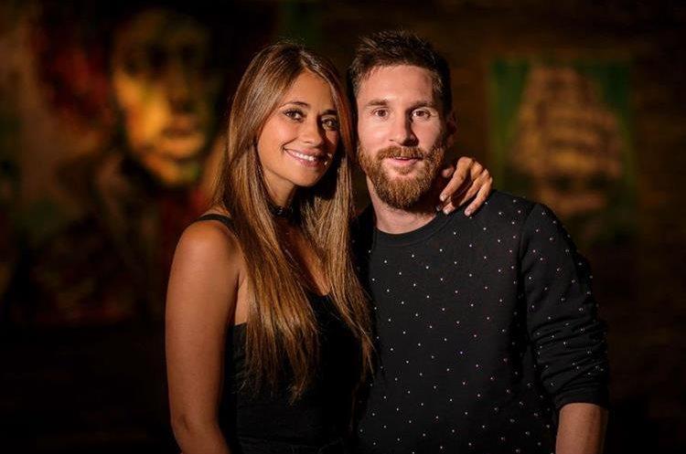 Lionel Messi y su novia de toda la vida, Antonella Roccuzzo, se casarán en Argentina. (Foto Prensa Libre: AFP)