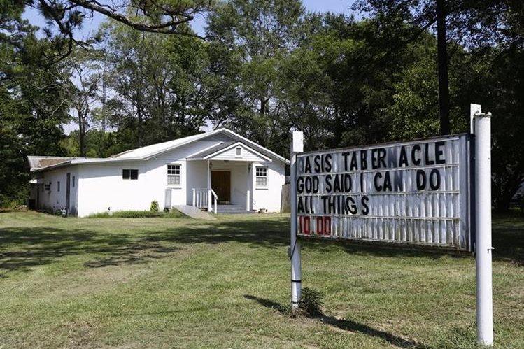 Iglesia donde se produjo el tiroteo el domingo de la semana pasada que dejó al menos tres personas heridas. (Foto Prensa Libre: AP).