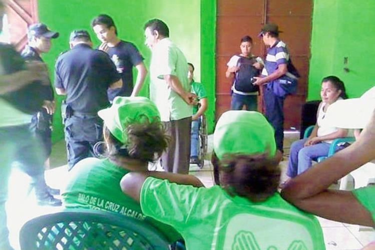 Sede de la UNE que fue asaltada en Retalhuleu. (Foto Prensa Libre: Jorge Tizol)