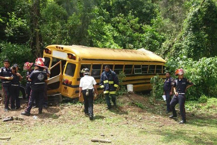 El accidente se registró en la Vuelta Los Pinos, San Juan Gascón, Antigua Guatemala. (Foto Prensa Libre: Renato Melgar)