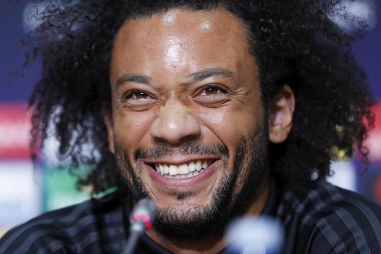 Marcelo sonríe durante la conferencia de prensa previo al partido de la Supercopa de Europa contra el Manchester United. (Foto Prensa Libre: EFE)