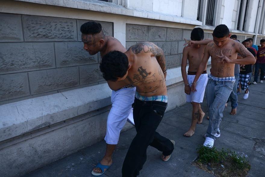 El Gobierno salvadoreño culpa a las pandillas, por violencia. (Foto Prensa Libre: AFP)