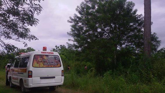Una recién nacida fue abandonada en unos matorrales en Poptún, Petén. (Foto Prensa Libre: Bomberos Voluntarios)