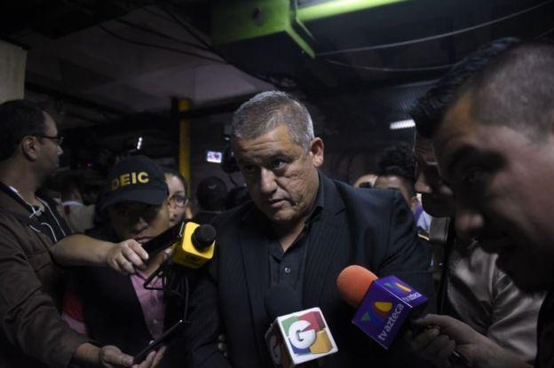 El exsecretario de Bienestar Social, Carlos Rodas, es uno de los tres funcionarios detenidos en relación al caso.