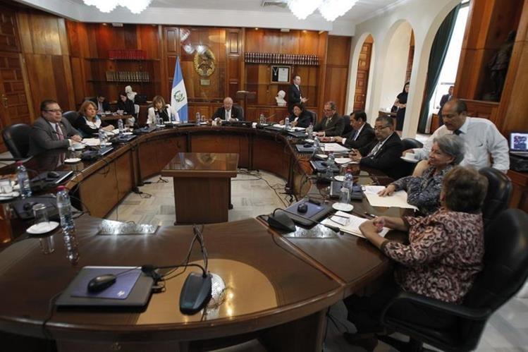 Pleno de la CSJ sesiona para elegir presidente para 2018. (Foto: Paulo Raquec)