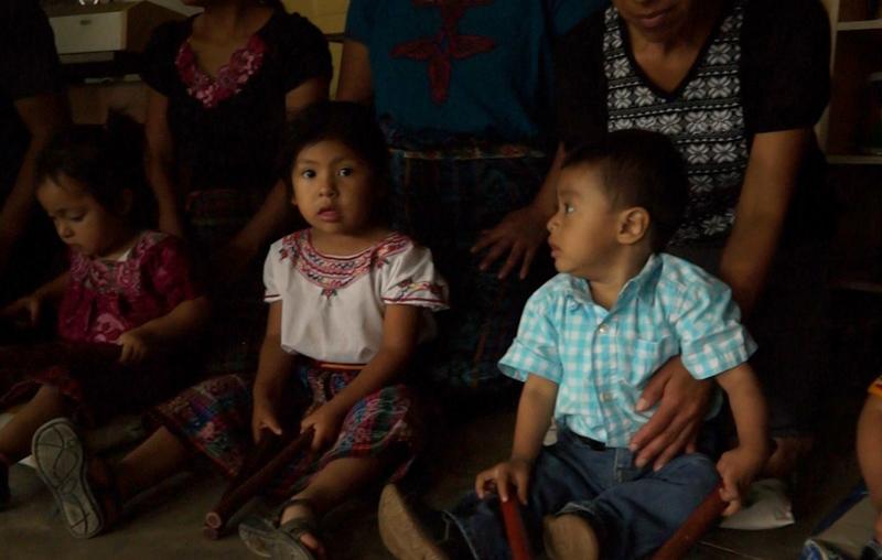 Los niños de 0 años son estimulados con clases de ritmo. (Foto Prensa Libre: Josué León)