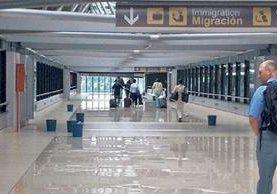 <p>Los defectos de la remodelación de aeropuerto La Aurora aún son palpables. <br></p>
