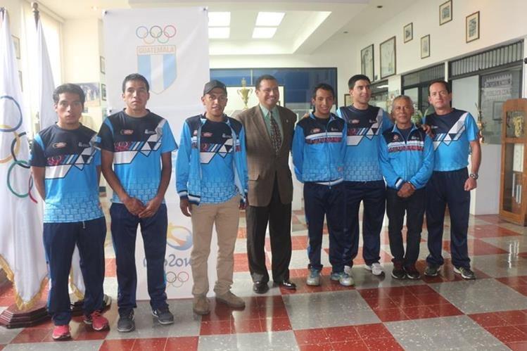 Los pedalistas guatemaltecos fueron juramentados en CDAG. (Foto Prensa Libre: FNC)