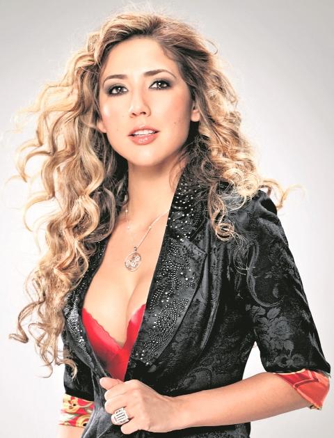 Lorena Pinot promociona su reciente videoclip. (Foto Prensa Libre: Lorena Pinot)