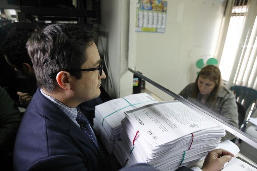 Expediente de solicitud de antejuicio contra magistrados. (Foto Prensa Libre: Paulo Raquec)
