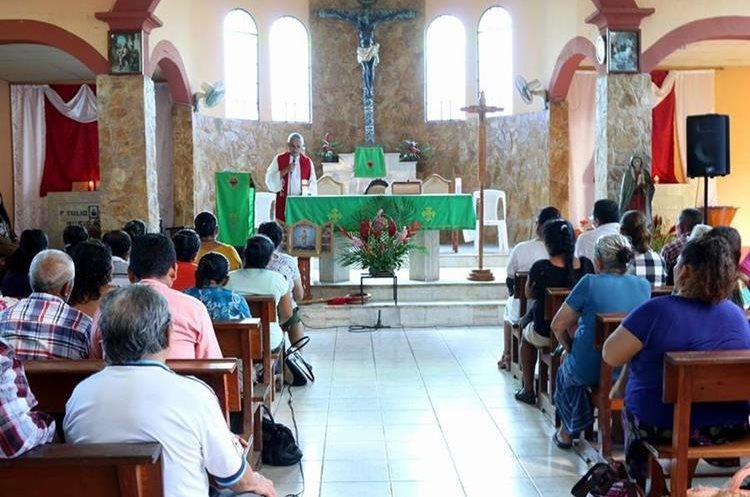 La Misa de Acción de Gracias se llevó a cabo en la  parroquia Sagrado Corazón de Jesús, Quiriguá, Los Amates. (Foto Prensa Libre: Dony Stewart)