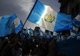 Guatemaltecos hicieron presión social para que renunciara el binomio presidencial. (Foto Prensa Libre: Hemeroteca PL)