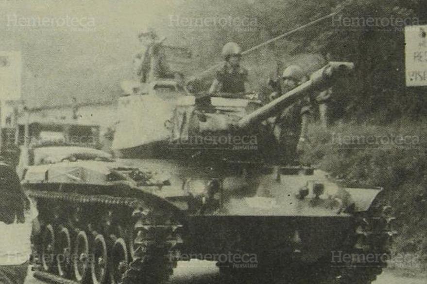 09/05/1989. Varias tanquetas de la Brigada Mariscal Zavala fueron apostadas a inmediaciones del puente Belice en apoyo al régimen democristiano. (Foto: Hemeroteca PL)