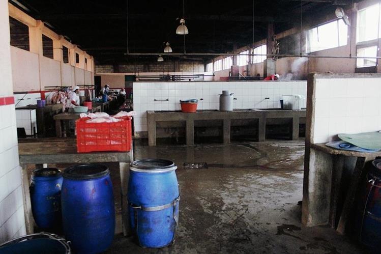 Rastro se halla en zona urbana de Xelajú y ha sido declarado insalubre, pero comuna no hace nada. (Foto Prensa Libre: Carlos Ventura)