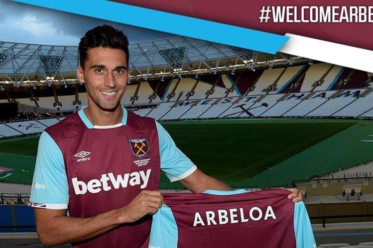 Arbeloa se mostró contento de regresar al futbol inglés. (Foto Prensa Libre: West Ham United/Twitter)