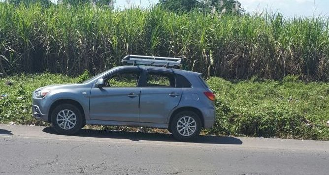 Vehículo en el que viajaban siete hombres en Santa Lucía Cotzumalguapa, Escuintla. (Foto Prensa Libre: PNC)
