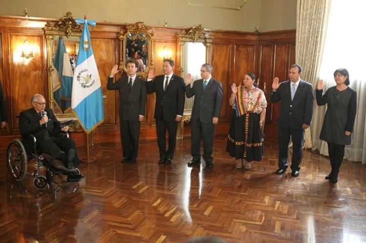 Presidente Maldonado juramenta a nuevos ministros y funcionarios de gobierno. (Foto Prensa Libre: Esbin García)
