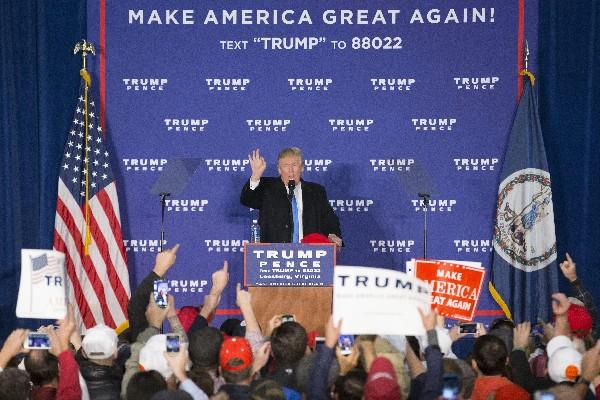Donald Trump participa en un mitin en Leesburg, Virginia. (EFE).